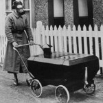 britain_1940_mother_with_baby_carri